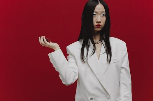 Gratis lagerfoto af asiatisk kvinde, hvid blazer, kvinde