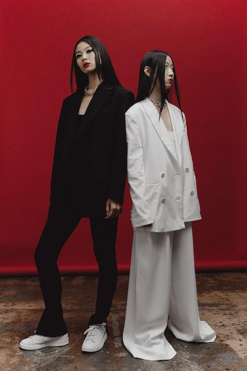 Gratis arkivbilde med alvorlig, asiatiske kvinner, black blazer
