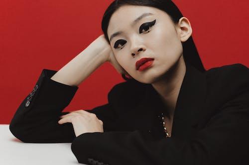 Бесплатное стоковое фото с азиатка, красные губы, крупный план