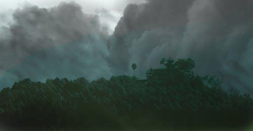 Darmowe zdjęcie z galerii z burza, chmury, drzewa, góra