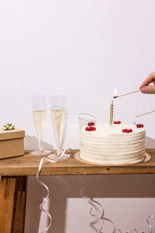 Бесплатное стоковое фото с вертикальный выстрел, десерт, кондитерское изделие