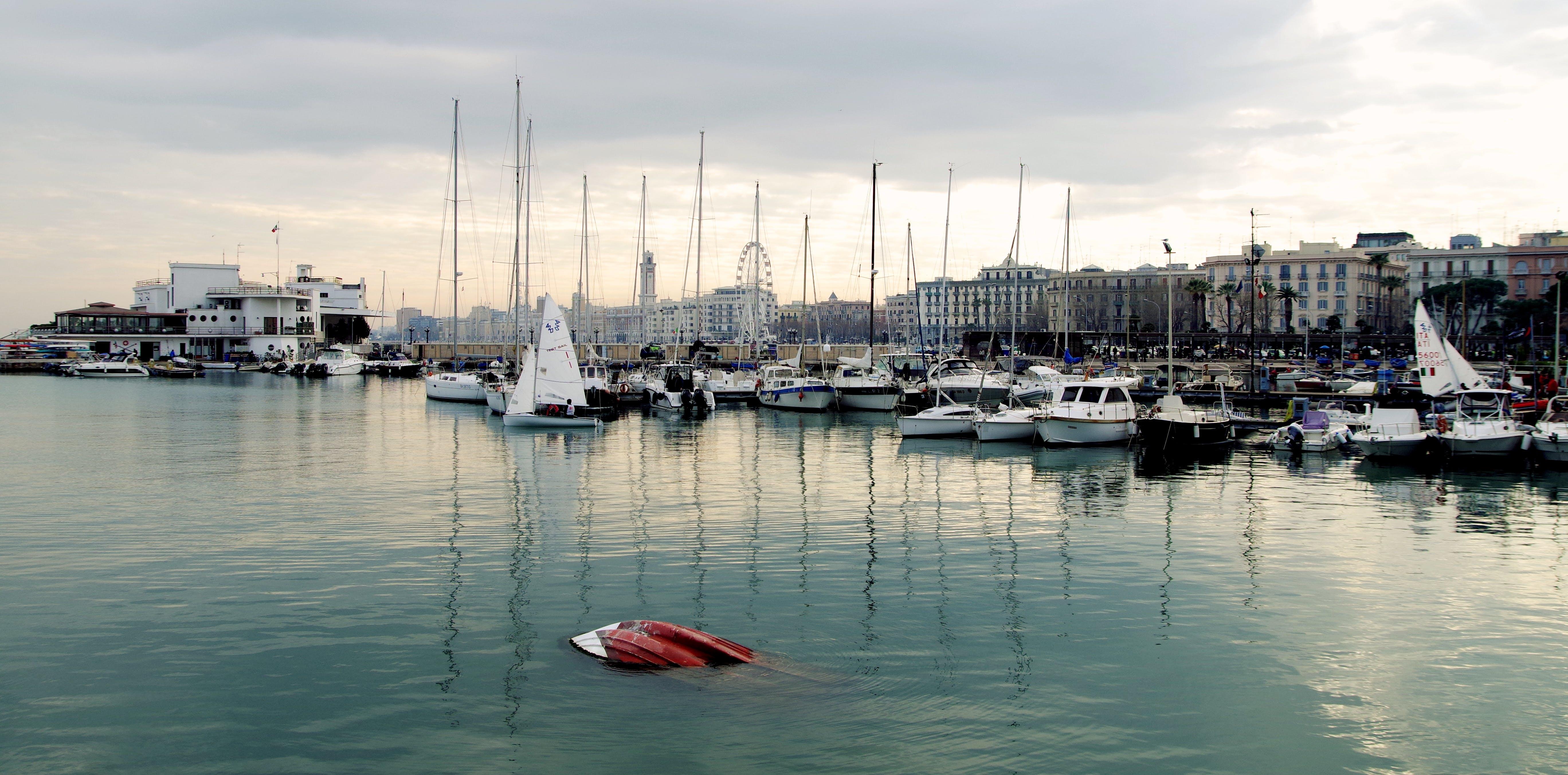 budova, čluny, denní
