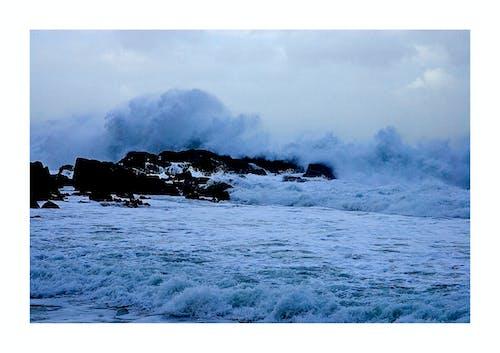 Imagine de stoc gratuită din furtună, țărm, valuri la mal