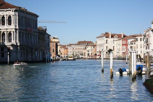 Základová fotografie zdarma na téma architektura, budovy, cestovní ruch, čluny