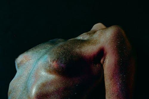 Foto stok gratis background hitam, badan, bertelanjang dada