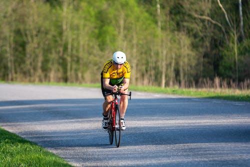 Základová fotografie zdarma na téma biker, cyklista, jízda