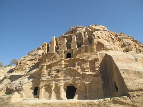 Ingyenes stockfotó jordan, kék ég, petra, sziklaház témában