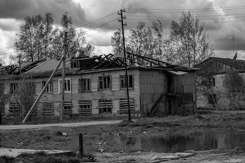 Photos gratuites de abandonné, bâtiment abandonné, beau ciel