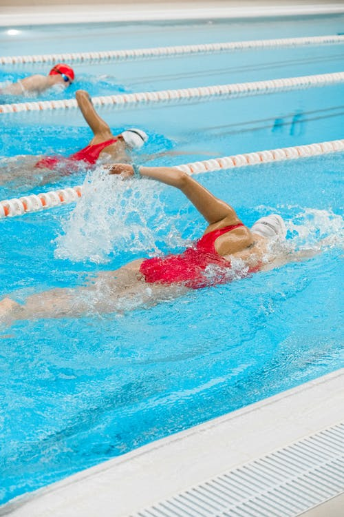 Darmowe zdjęcie z galerii z basen, bikini, bryzgać