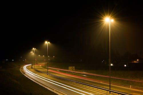 Бесплатное стоковое фото с автомобильные огни, движение, длинная экспозиция, дорога