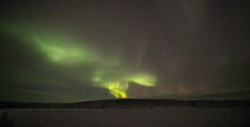 Foto d'estoc gratuïta de aurora, aurora boreal, aurora morada, cel nocturn