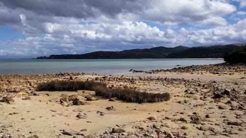 Gratis arkivbilde med fjell, rock, sand, strand
