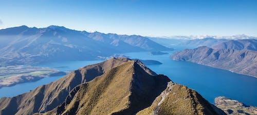 Immagine gratuita di acqua, alto, catena montuosa, luce del giorno