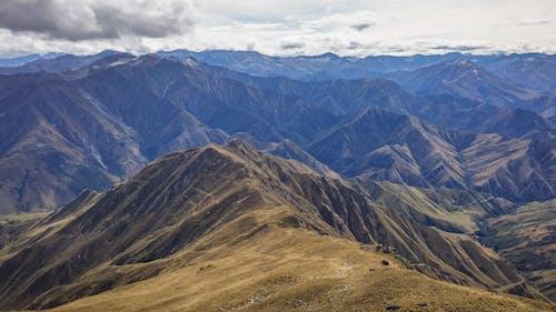 Gratis stockfoto met berg, bergen, bergketen, daglicht
