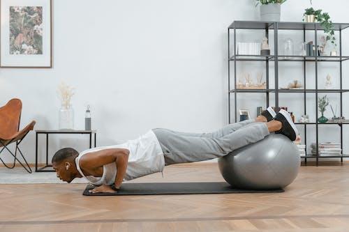 Kostenloses Stock Foto zu active wear, drinnen, fitness