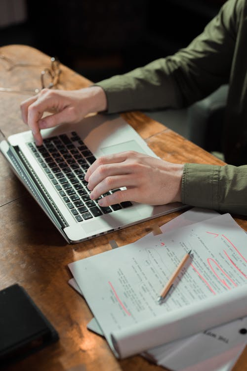 Fotos de stock gratuitas de artilugio, escribir a máquina, escribir en el ordenador
