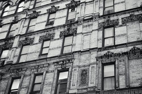 Kostenloses Stock Foto zu architektur, einfarbig, familie, fassade