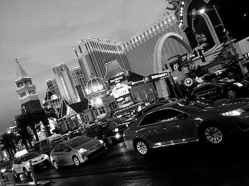 Kostnadsfri bild av bilar, billjus, bw, kall