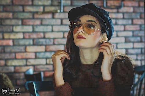 Gratis arkivbilde med briller, brun, brunt hår, kvinnelig modell