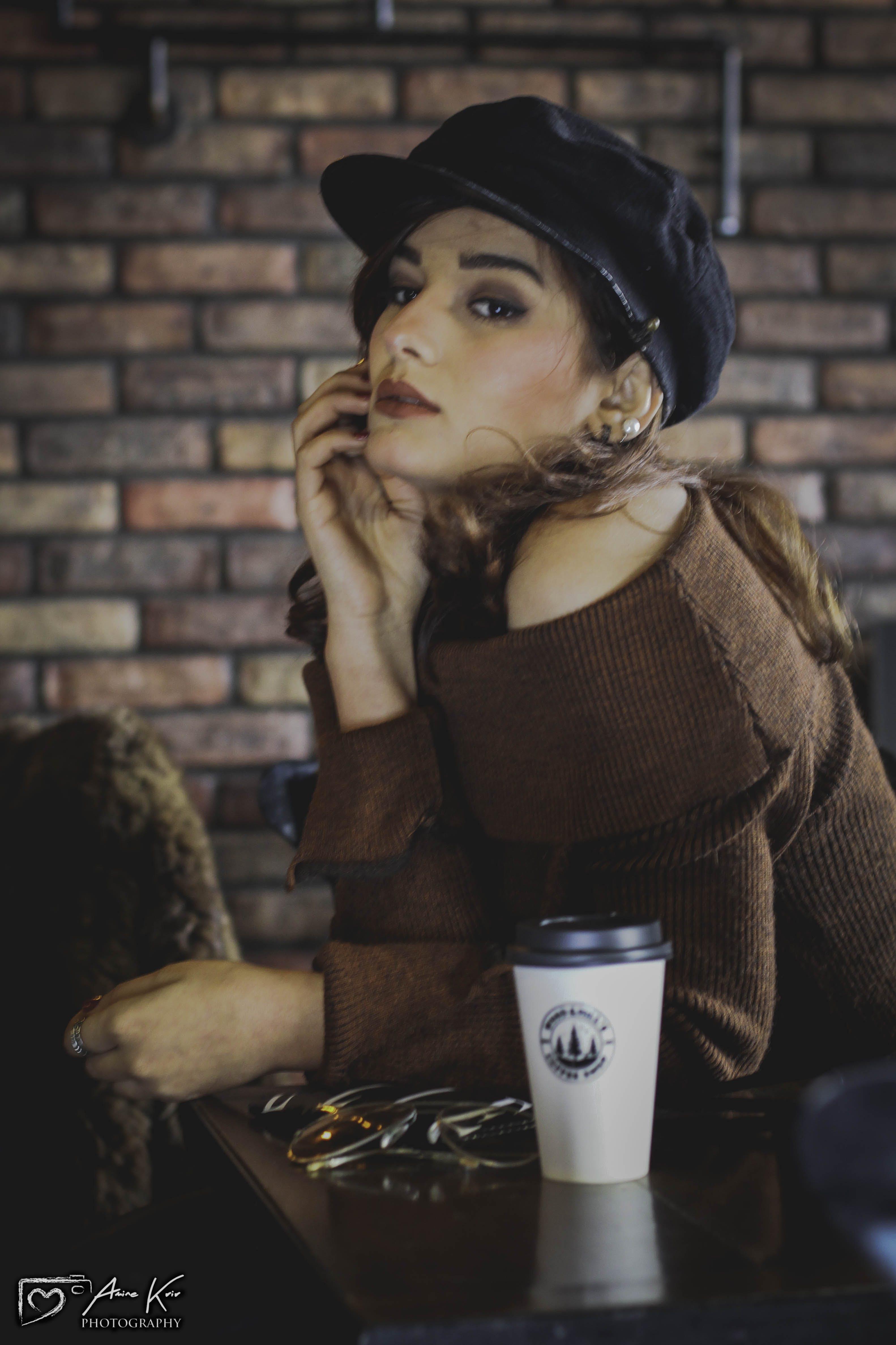 Základová fotografie zdarma na téma fashion modelka, hnědá, holka, kavárna