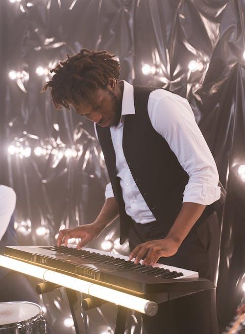 공연가, 공연자, 공연하는 사람의 무료 스톡 사진