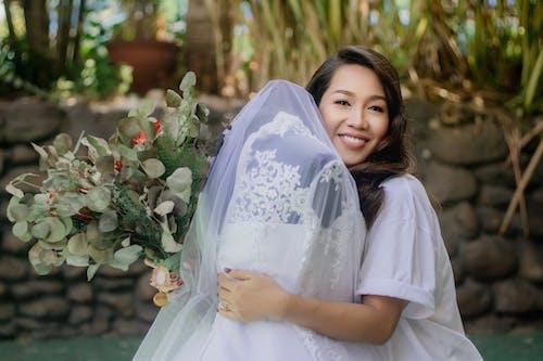 Kostenloses Stock Foto zu blume, braut, bräutigam