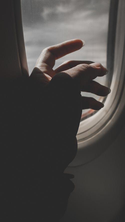 Fotobanka sbezplatnými fotkami na tému človek, ľahký, lietadlo, podsvietený