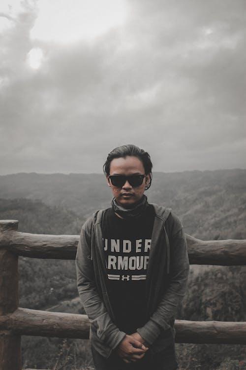 Gratis stockfoto met berg, bomen, brillen, donker
