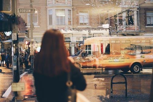 交通系統, 反射, 城市, 女人 的 免費圖庫相片