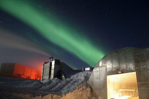 Foto d'estoc gratuïta de amundsen scott, arquitectura, aurora australis, aurora boreal