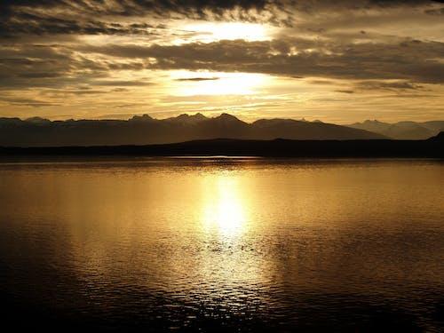 Darmowe zdjęcie z galerii z chmury, góry, jezioro, krajobraz