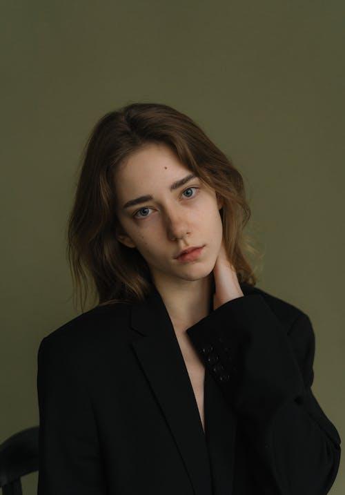 Kostnadsfri bild av attraktiv, black blazer, kvinna
