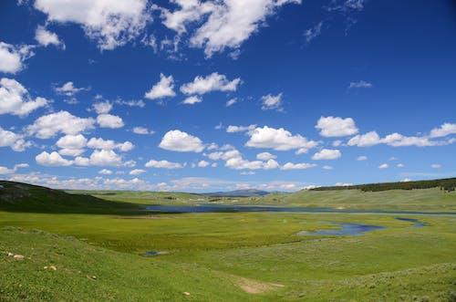 Ingyenes stockfotó dombok, ég, felhők, fű témában