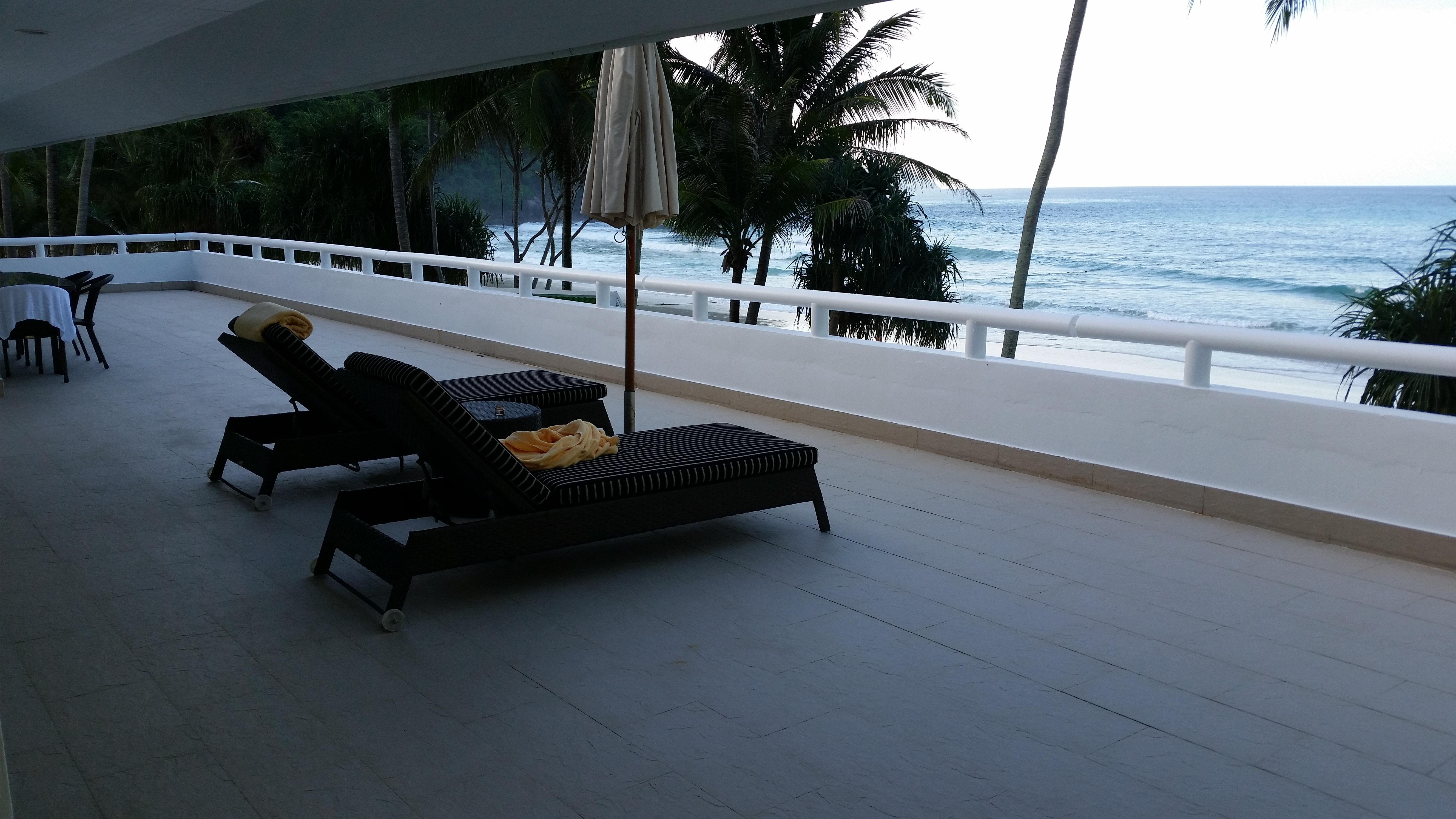 Free stock photo of beach resort, chairs, hotel