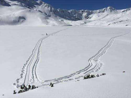 冬, 山岳, 雪, 雪をかぶった山々の無料の写真素材