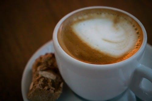 Kostnadsfri bild av cappuccino, dryck, fat, grädde