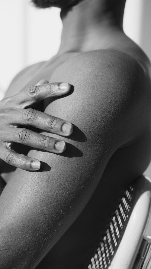 Foto profissional grátis de abdome, abdômen, adulto