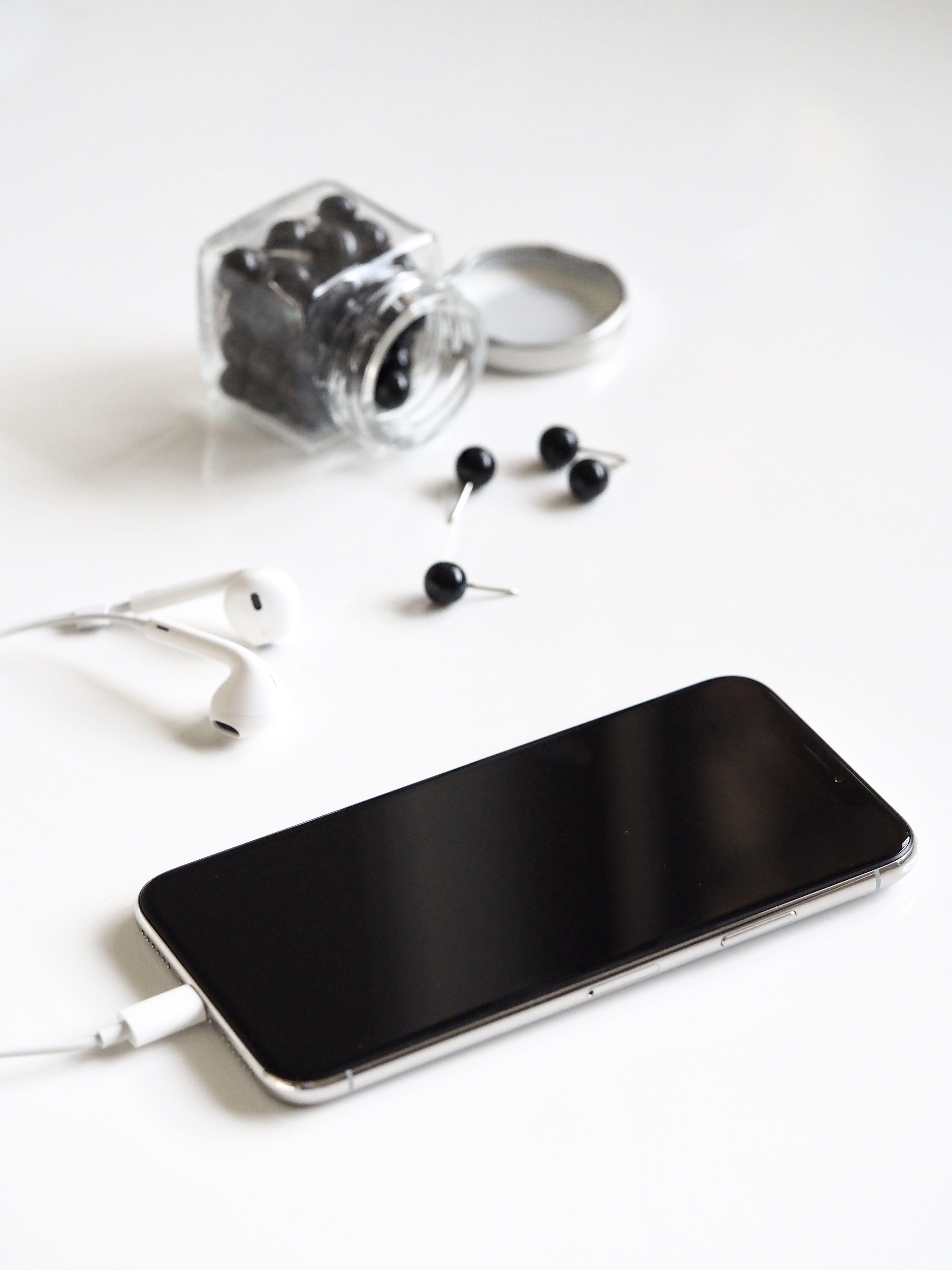 apple, earphones, iphone