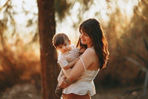 açık hava, aile, Aşk içeren Ücretsiz stok fotoğraf