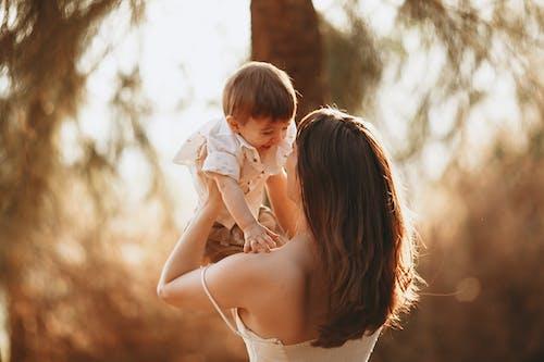 açık hava, Aşk, bebek içeren Ücretsiz stok fotoğraf