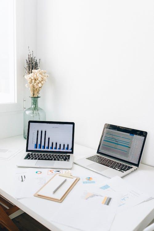 Kostenloses Stock Foto zu charts, graphen, laptops