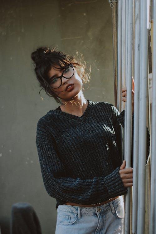 Gratis arkivbilde med briller, bruke, genser, ha på seg