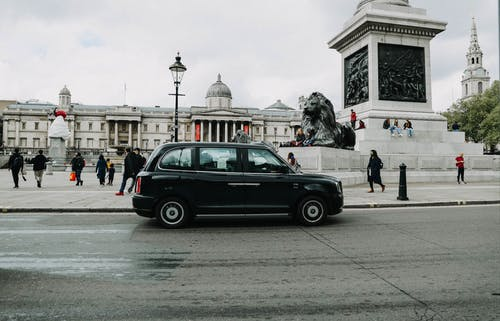 Photo Classic Car Parked on a Landmark