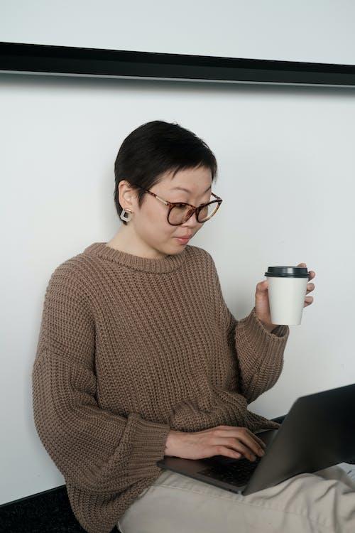 Imagine de stoc gratuită din adult, așezat, cafea