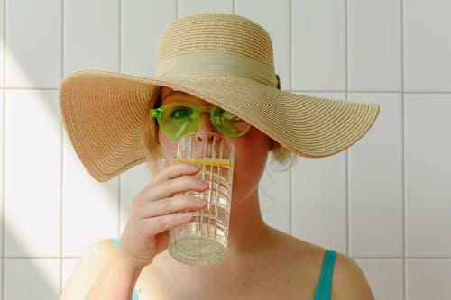 bardak, cam, Güneş gözlüğü içeren Ücretsiz stok fotoğraf