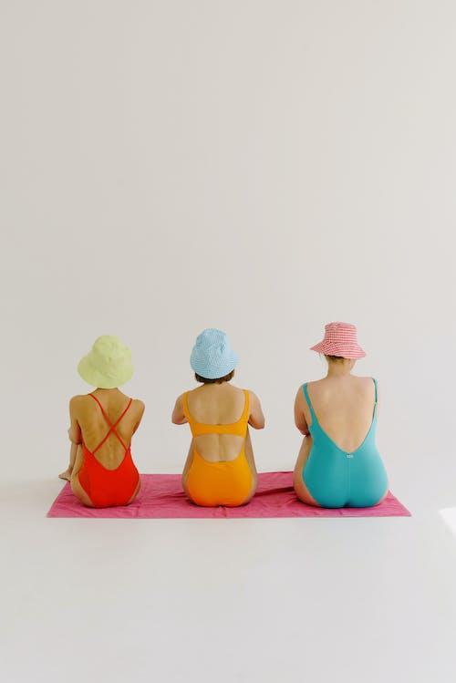 Kostenloses Stock Foto zu badeanzüge, badebekleidung, bunt