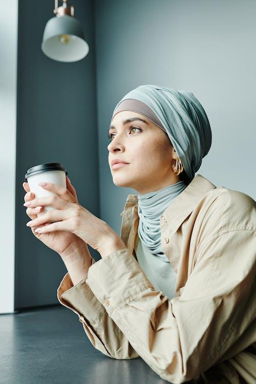 무슬림, 수직 쐈어, 술을 마시다의 무료 스톡 사진
