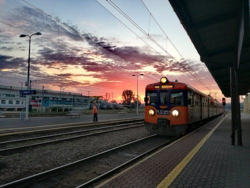 Ingyenes stockfotó Lengyelország, Napkelte, vonat témában