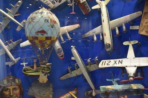 askeri uçak, balon, çocuk oyuncağı içeren Ücretsiz stok fotoğraf