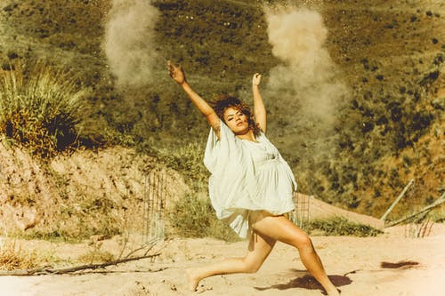 คลังภาพถ่ายฟรี ของ การเต้นรำ, คน, ตอนกลางวัน, ทราย